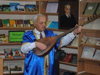 В республиканской библиотеке прошла творческая встреча с публицистом, музыкантом Метлебом Барат-огълу Мемишовым